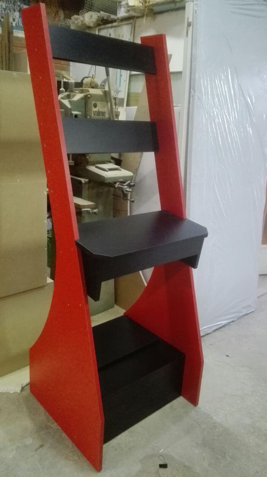 Mueble montado a falta de la bandeja extraible y las perforaciones.